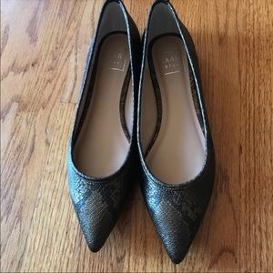 Kaari Blue gold Snake print pointed toe flats